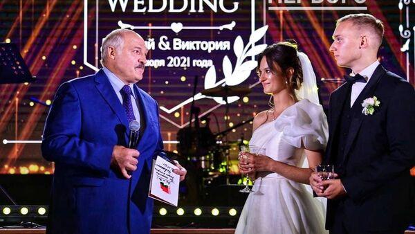 Александр Лукашенко на свадьбе старшей внучки Виктории - Sputnik Արմենիա