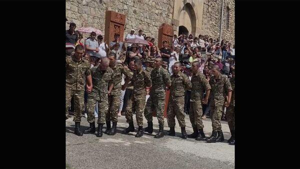 Հայ զինվորները պարում են Խոր Վիրապի մոտ - Sputnik Արմենիա