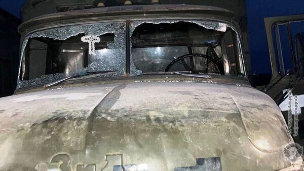 Попавший под обстрел ВС Азербайджана военный грузовик - Sputnik Արմենիա