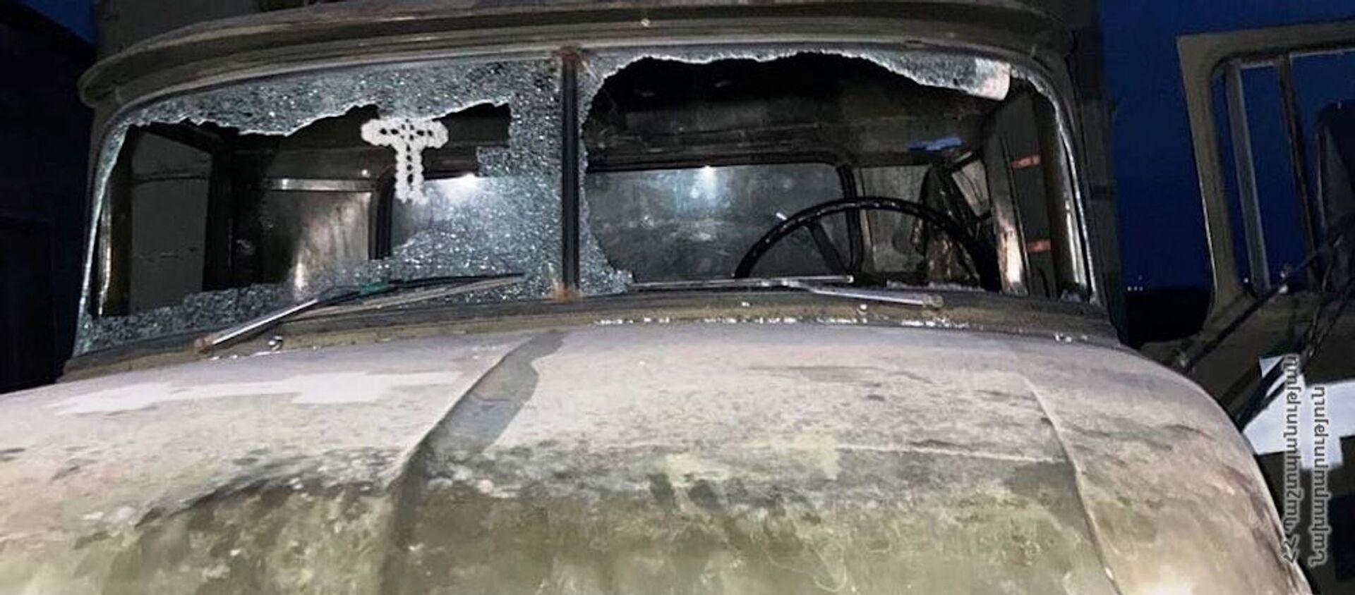 Попавший под обстрел ВС Азербайджана военный грузовик - Sputnik Արմենիա, 1920, 31.07.2021