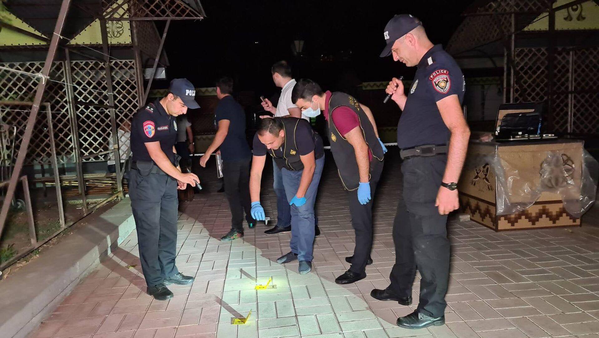 Инцидент с обстрелянным автмобилем в районе площади Сахарова - Sputnik Արմենիա, 1920, 01.08.2021