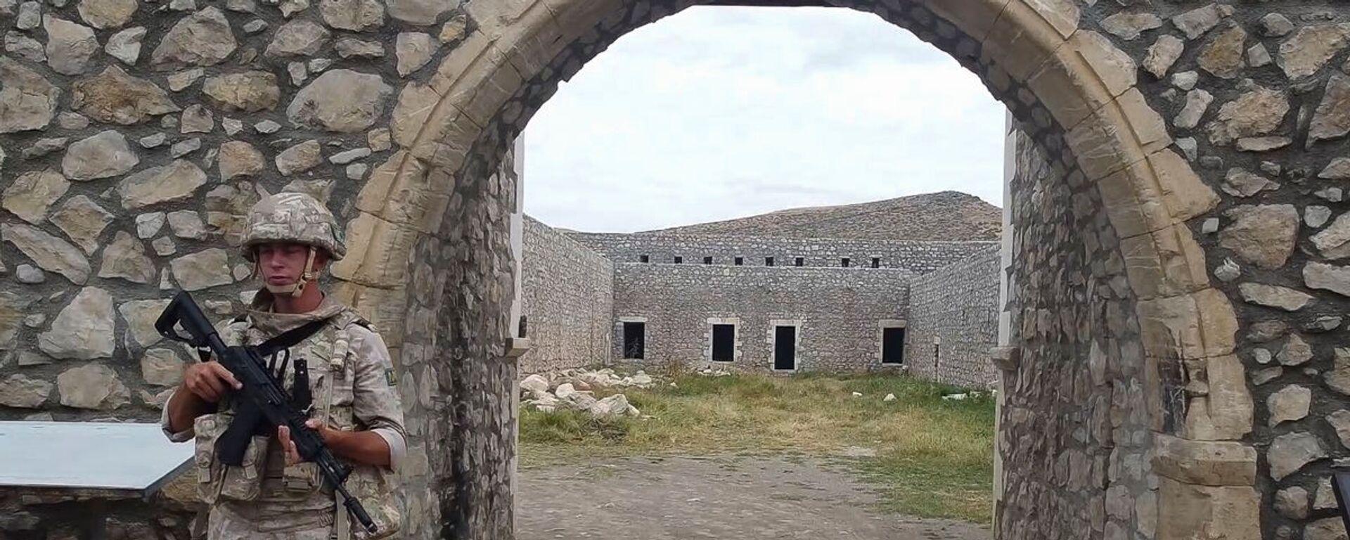 Российские миротворцы сопроводили более тысячи паломников и жителей Карабаха при посещении монастырского комплекса Амарас - Sputnik Армения, 1920, 22.09.2021