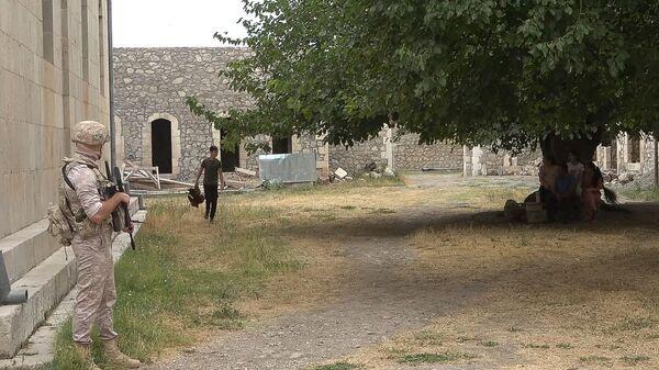 Российские миротворцы сопроводили более тысячи паломников и жителей Карабаха при посещении монастырского комплекса Амарас - Sputnik Армения
