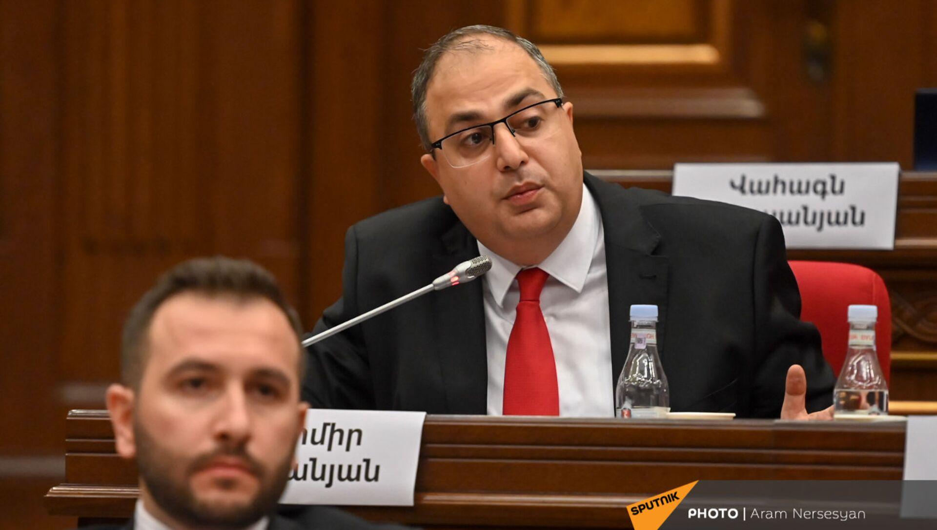Владимир Варданян во время первого заседания парламента Армении 8-го созыва (2 августа 2021). Еревaн - Sputnik Արմենիա, 1920, 03.08.2021