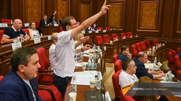 Гегам Манукян во время первого заседания парламента Армении 8-го созыва (2 августа 2021). Еревaн - Sputnik Армения
