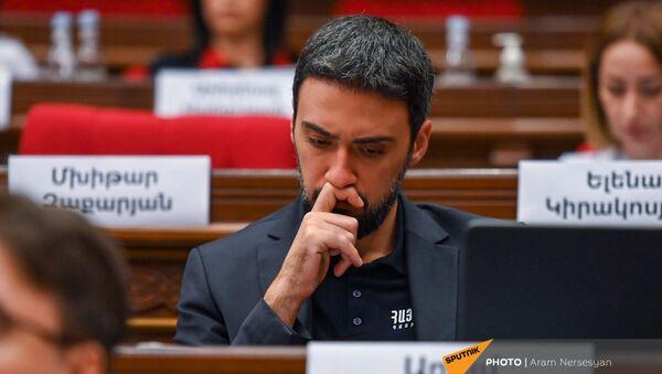 Арам Вардеванян во время первого заседания парламента Армении 8-го созыва (2 августа 2021). Еревaн - Sputnik Армения