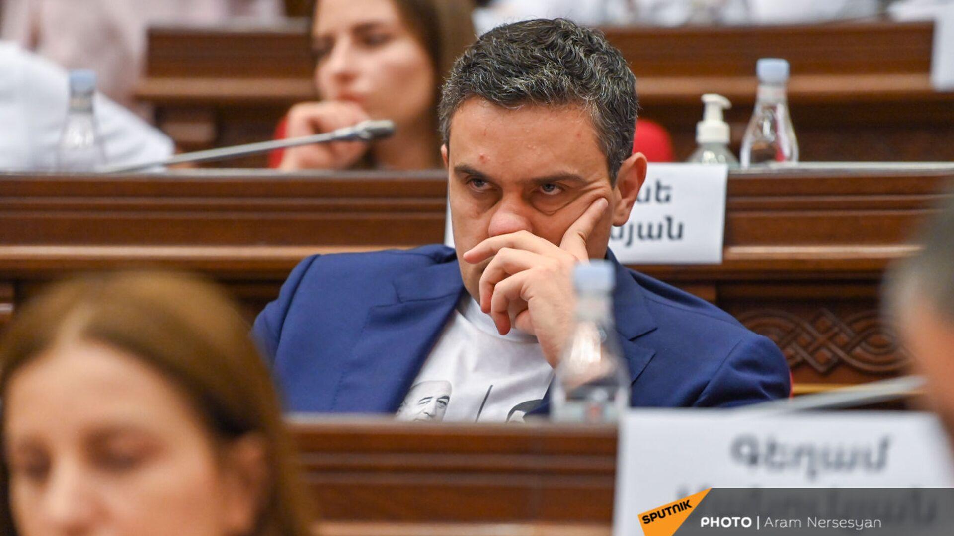 Артур Казинян во время первого заседания парламента Армении 8-го созыва (2 августа 2021). Еревaн - Sputnik Արմենիա, 1920, 28.09.2021