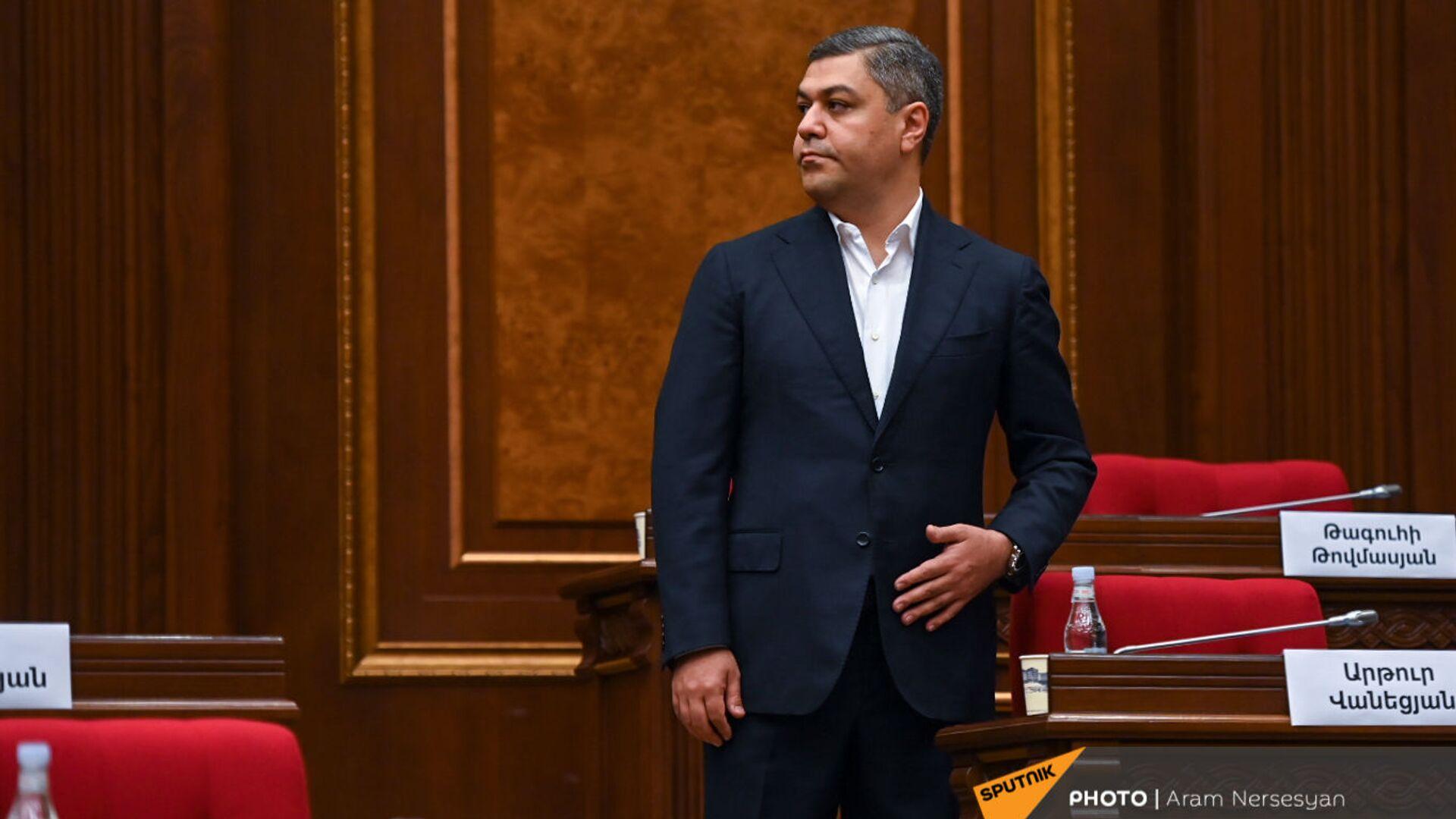Артур Ванецян перед началом первого заседания парламента Армении 8-го созыва (2 августа 2021). Еревaн - Sputnik Արմենիա, 1920, 02.08.2021
