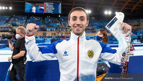 Гимнаст Артур Давтян празднует победу на XXXII летних Олимпийских играх (2 августа 2021). Токио - Sputnik Արմենիա