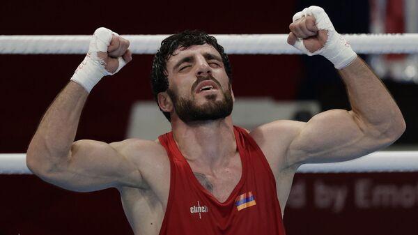 Боксер Ованнес Бачков после победы над Эльнуром Абдураимовым на Олимпийских играх в Токио (3 августа 2021). Япония - Sputnik Армения