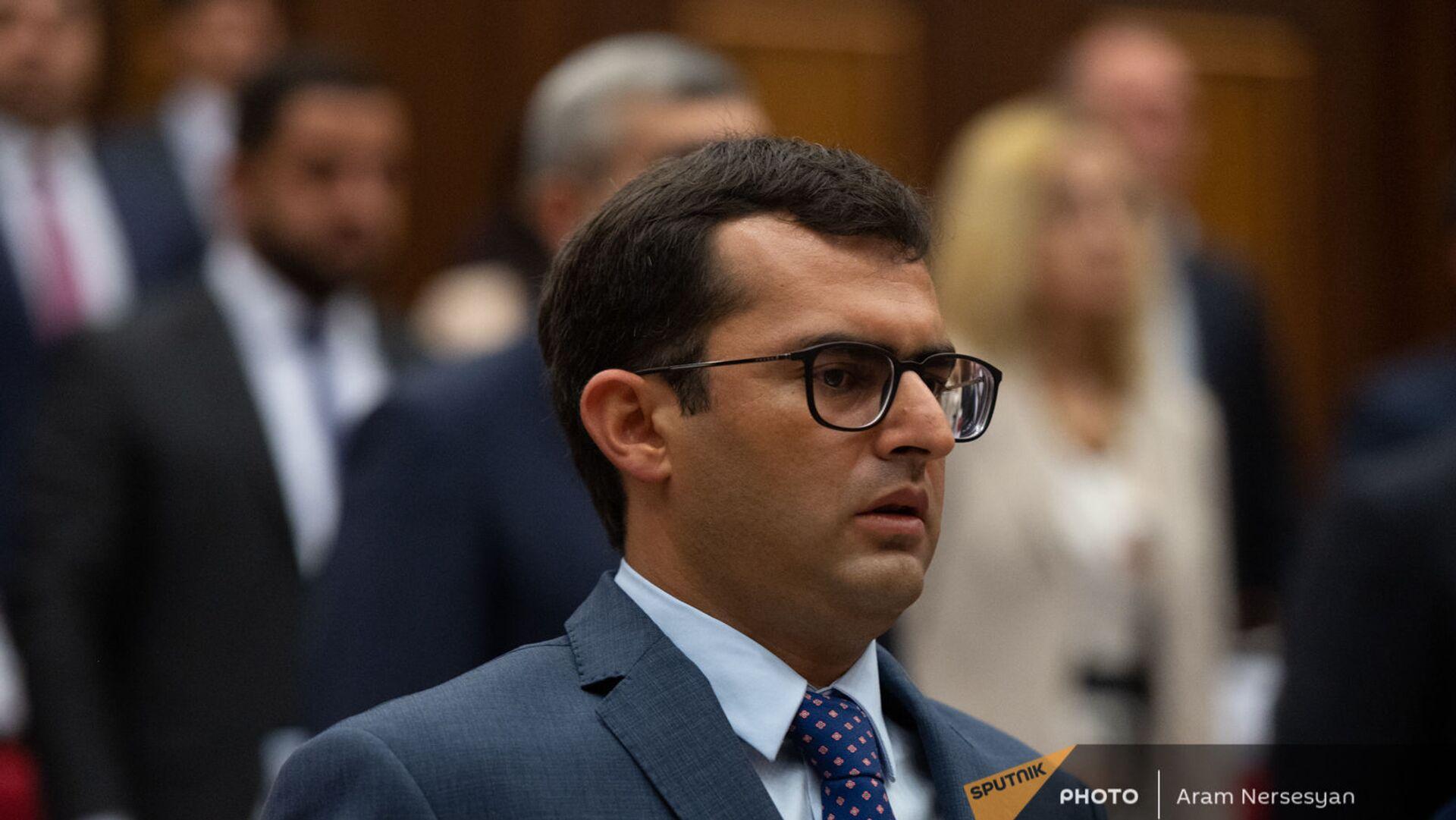Акоп Аршакян во время первого заседания парламента Армении 8-го созыва (2 августа 2021). Еревaн - Sputnik Արմենիա, 1920, 04.08.2021