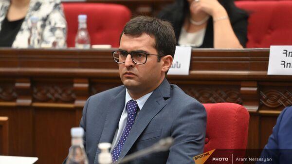 Акоп Аршакян во время первого заседания парламента Армении 8-го созыва (2 августа 2021). Еревaн - Sputnik Армения
