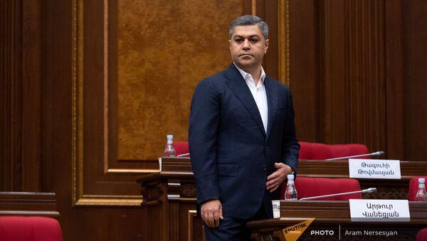 Артур Ванецян перед началом первого заседания парламента Армении 8-го созыва (2 августа 2021). Еревaн - Sputnik Армения