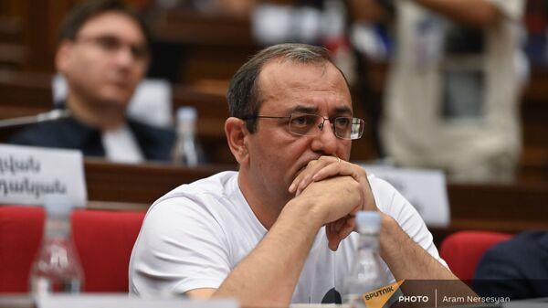 Арцвик Минасян во время первого заседания парламента Армении 8-го созыва (2 августа 2021). Еревaн - Sputnik Արմենիա