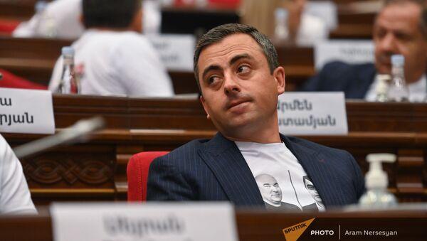 Ишхан Сагателян во время первого заседания парламента Армении 8-го созыва (2 августа 2021). Еревaн - Sputnik Արմենիա
