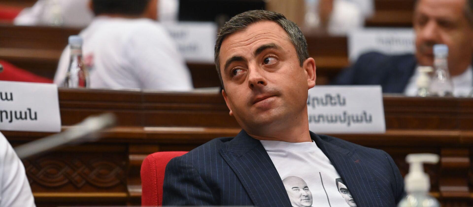 Ишхан Сагателян во время первого заседания парламента Армении 8-го созыва (2 августа 2021). Еревaн - Sputnik Արմենիա, 1920, 05.08.2021