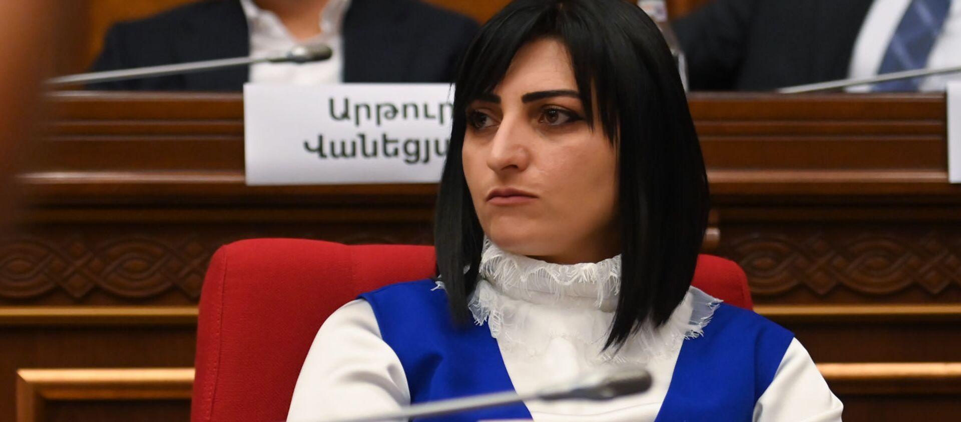 Тагуи Товмасян во время первого заседания парламента Армении 8-го созыва (2 августа 2021). Еревaн - Sputnik Армения, 1920, 12.08.2021