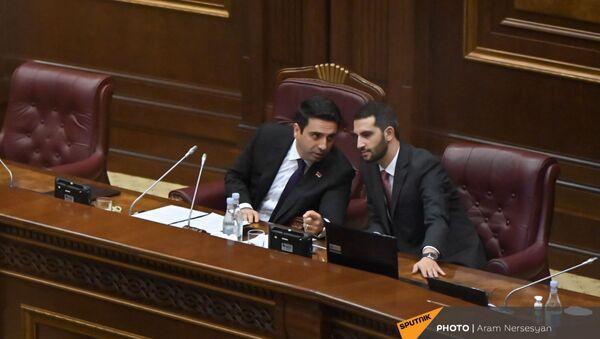 Ален Симонян и Рубен Рубинян на заседании Парламента (3 августа 2021). Еревaн - Sputnik Արմենիա