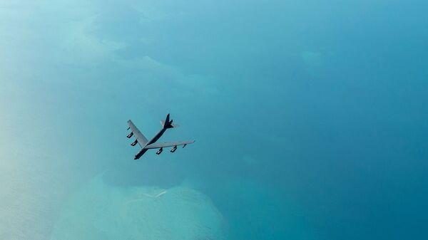 Бомбардировщик B-52H Stratofortress перед началом дозаправки. Архивное фото - Sputnik Армения