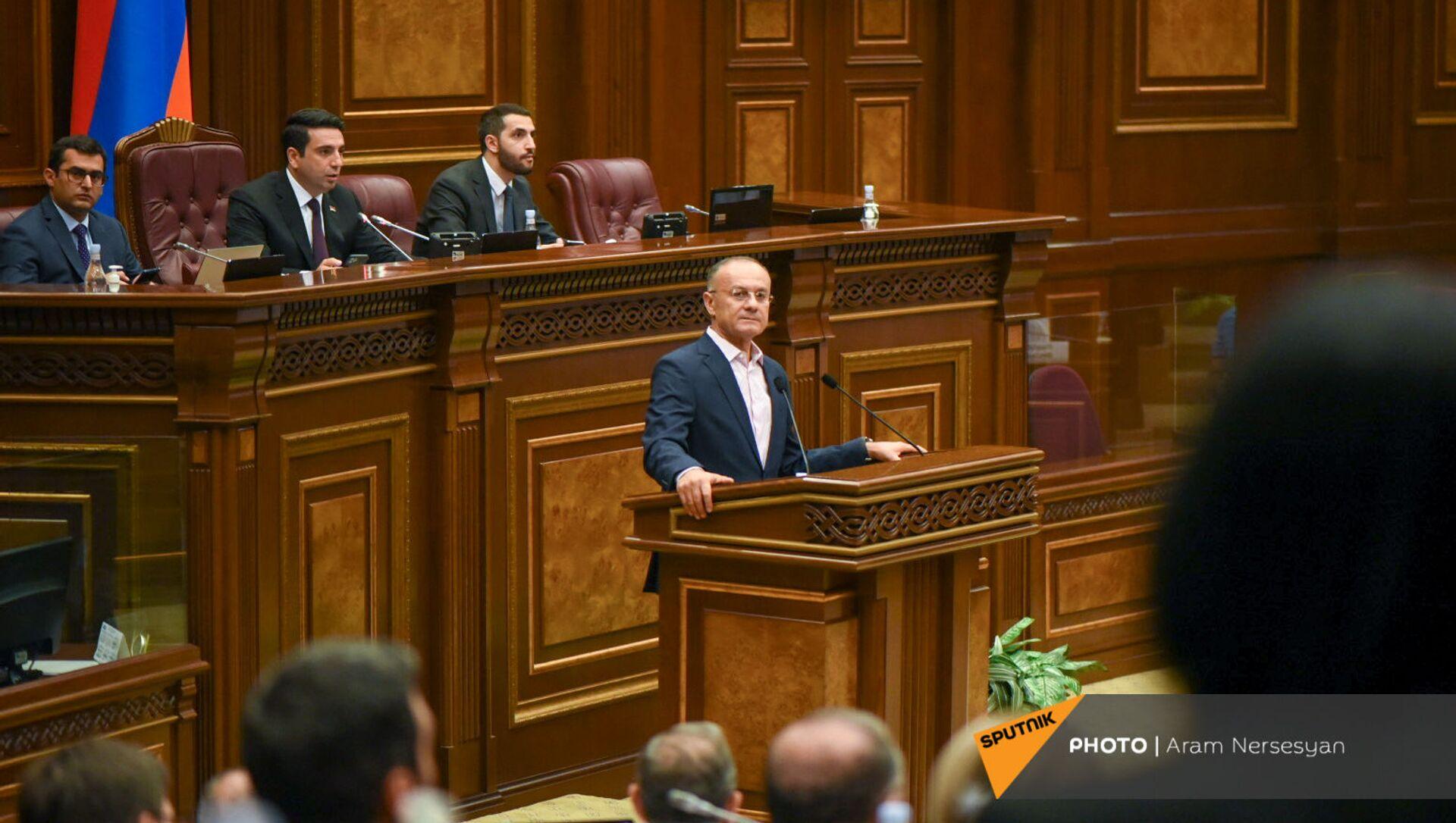 Сейран Оганян на заседании Парламента (4 августа 2021). Еревaн - Sputnik Արմենիա, 1920, 04.08.2021