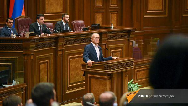 Сейран Оганян на заседании Парламента (4 августа 2021). Еревaн - Sputnik Արմենիա