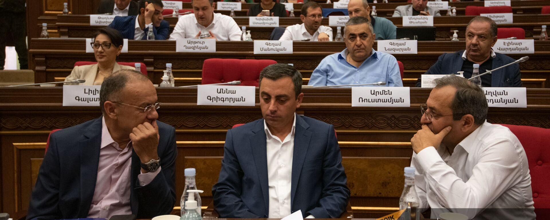 Депутаты оппозиционного блока Айастан на заседании Парламента (4 августа 2021). Еревaн - Sputnik Արմենիա, 1920, 28.09.2021