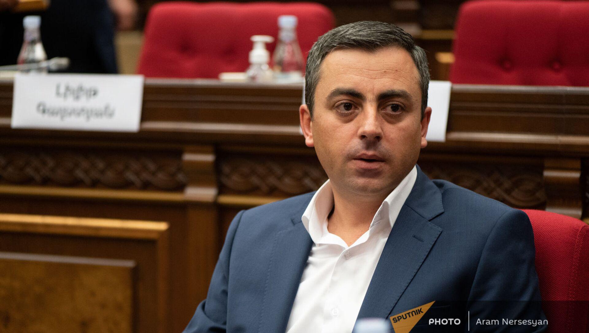 Ишхан Сагателян на заседании Парламента (4 августа 2021). Еревaн - Sputnik Արմենիա, 1920, 04.08.2021