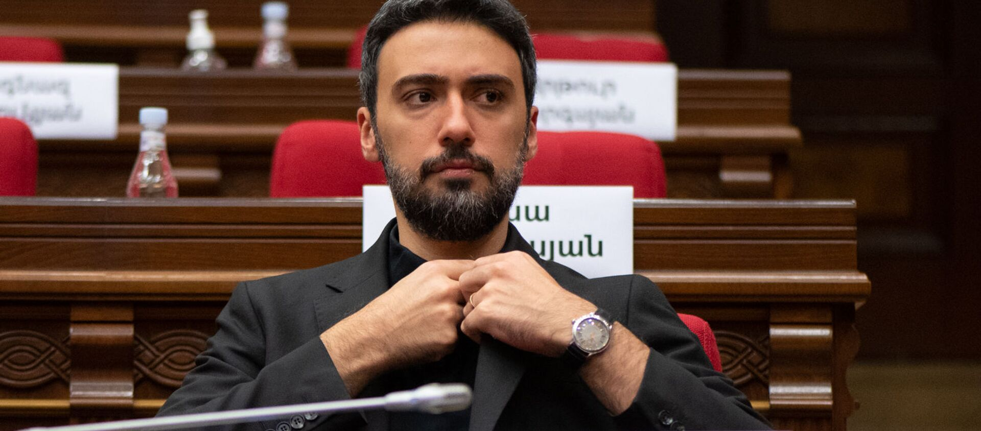Арам Вардеванян на заседании Парламента (4 августа 2021). Еревaн - Sputnik Արմենիա, 1920, 24.08.2021