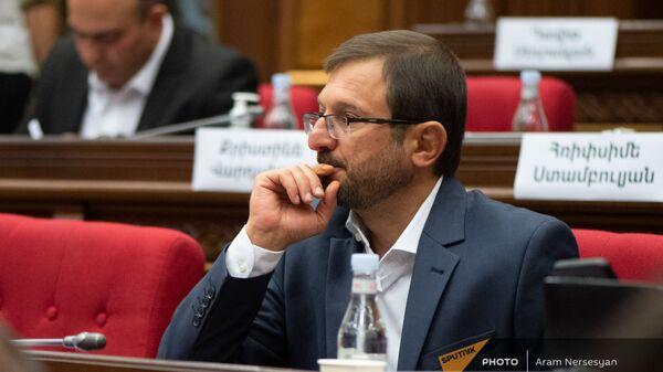 Гегам Манукян на заседании Парламента (4 августа 2021). Еревaн - Sputnik Армения
