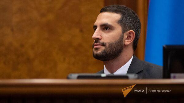 Рубен Рубинян на заседании Парламента (4 августа 2021). Еревaн - Sputnik Армения