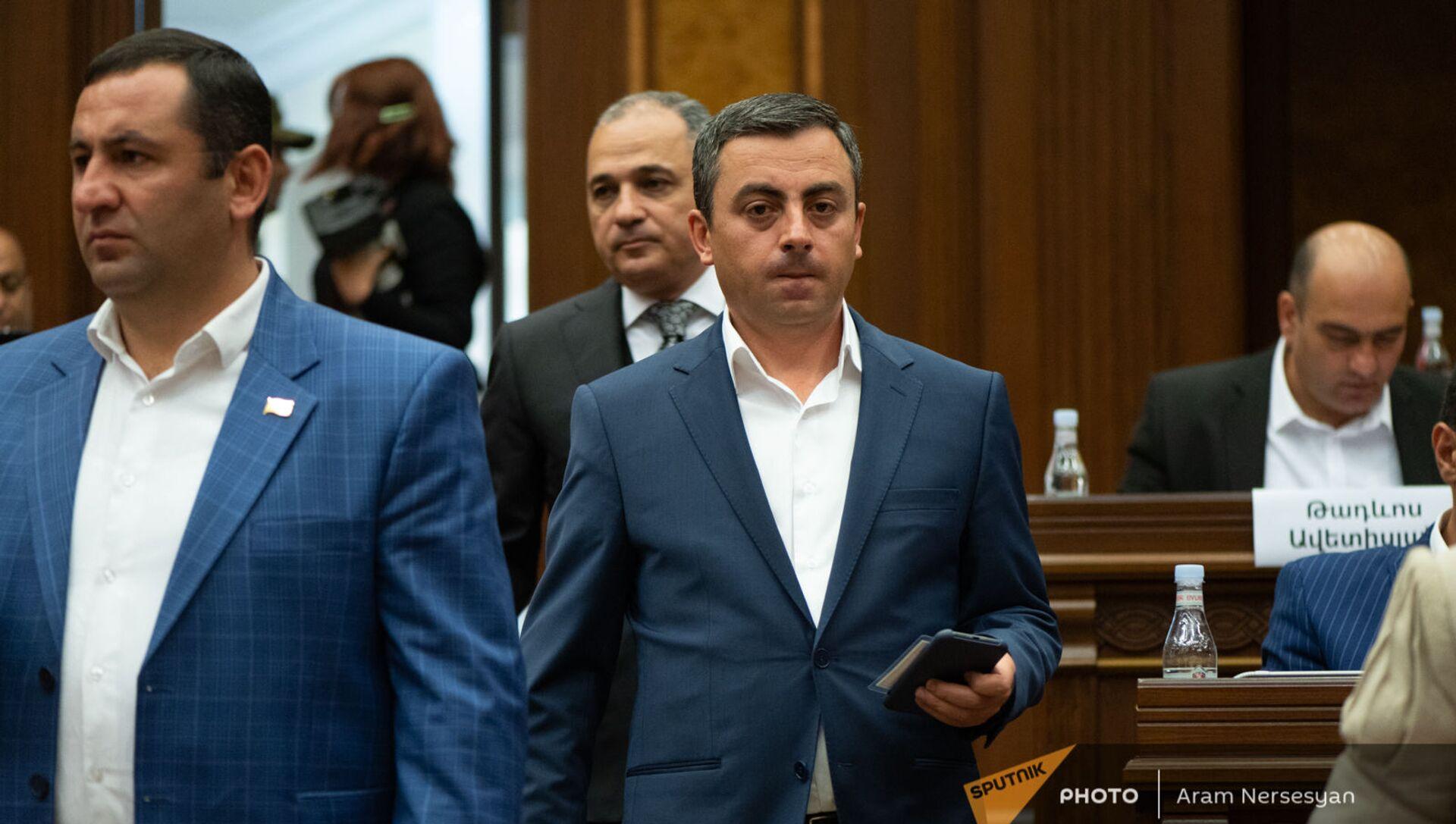 Ишхан Сагателян на заседании Парламента (4 августа 2021). Еревaн - Sputnik Արմենիա, 1920, 06.08.2021