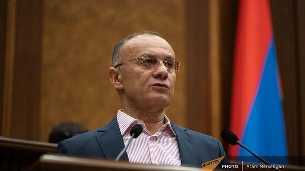 Сейран Оганян на заседании Парламента (4 августа 2021). Еревaн - Sputnik Армения