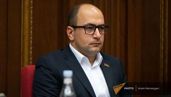 Айк Мамиджанян на заседании Парламента (4 августа 2021). Еревaн - Sputnik Армения