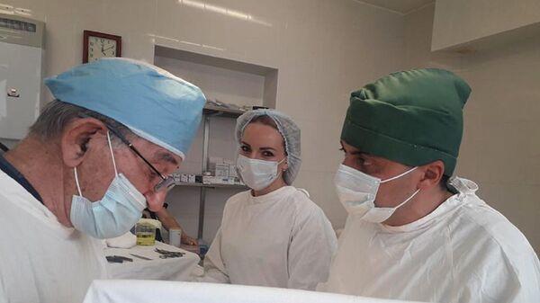Операция ребенка с тяжелым пороком в клинике детской и неонатальной реанимации Университетской больницы ЕГМУ «Мурацан» - Sputnik Արմենիա
