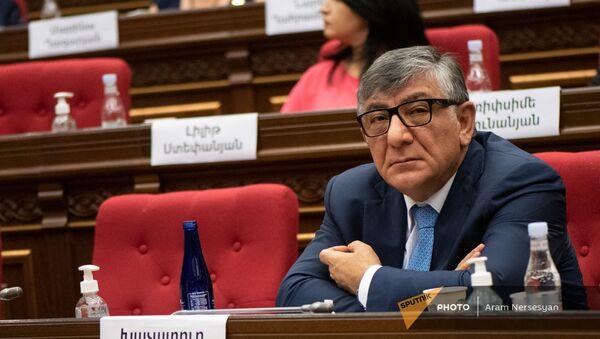 Хачатур Сукиасян на заседании Парламента (4 августа 2021). Еревaн - Sputnik Армения
