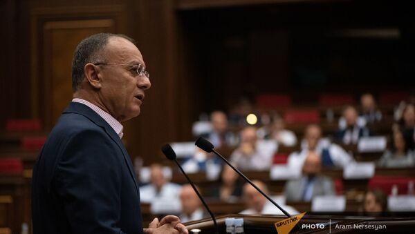 Сейран Оганян выступает на заседании Парламента (4 августа 2021). Еревaн - Sputnik Армения