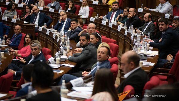 Депутаты на заседании Парламента (4 августа 2021). Еревaн - Sputnik Армения