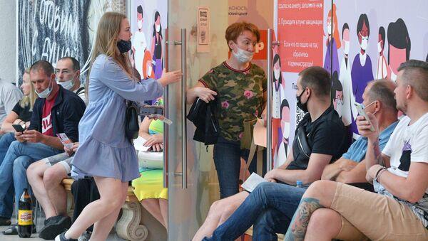 Очереди на вакцинацию от коронавируса в Санкт-Петербурге - Sputnik Армения
