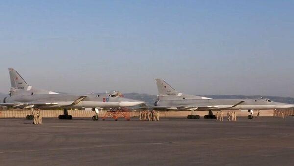 Дальние бомбардировщики Ту-22 впервые приземлились на авиабазе Хмеймим в Сирии - Sputnik Армения