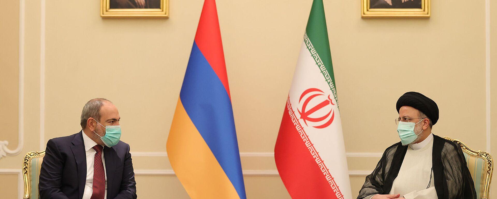 Встреча премьер-министра Армении Никола Пашиняна с президентом Ирана Эбрахимом Райисом (5 августа 2021). Тегеран - Sputnik Армения, 1920, 05.08.2021