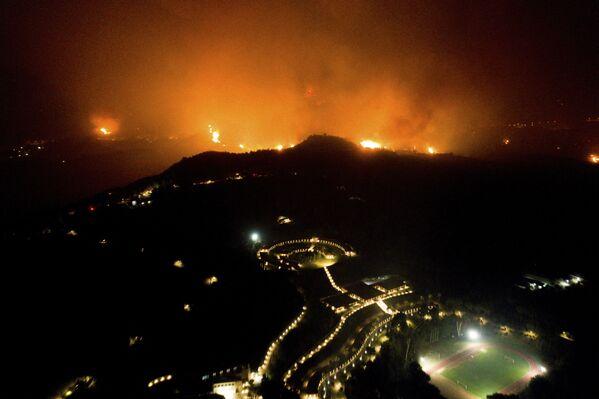 Պելոպոնեսի Էլիդա շրջանում կրակը սպառնում է Օլիմպիայի հնագիտական թանգարանի շենքին - Sputnik Արմենիա