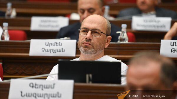 Гегам Назарян на первом заседании парламента Армении (2 августа 2021). Еревaн - Sputnik Армения
