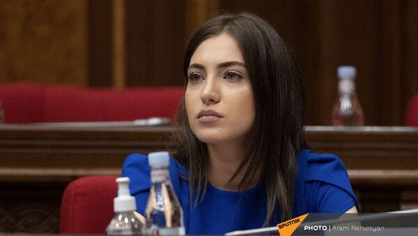 Анна Мкртчян на первом заседании парламента Армении (2 августа 2021). Еревaн - Sputnik Արմենիա
