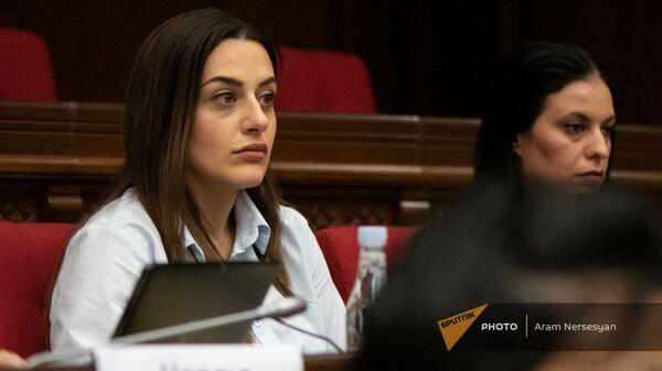 Земфира Мирзоян на заседании парламента Армении (4 августа 2021). Еревaн - Sputnik Армения