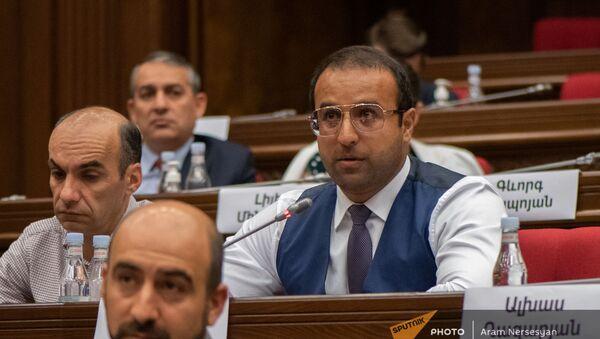 Айк Саркисян на заседании Парламента (4 августа 2021). Еревaн - Sputnik Армения