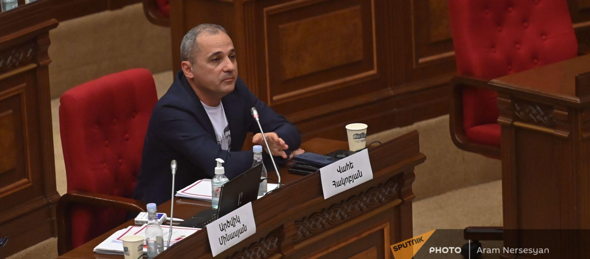 Ваге Акобян во время первого заседания парламента Армении 8-го созыва (2 августа 2021). Еревaн - Sputnik Армения, 1920, 10.08.2021