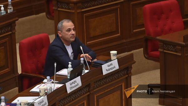 Ваге Акобян во время первого заседания парламента Армении 8-го созыва (2 августа 2021). Еревaн - Sputnik Армения
