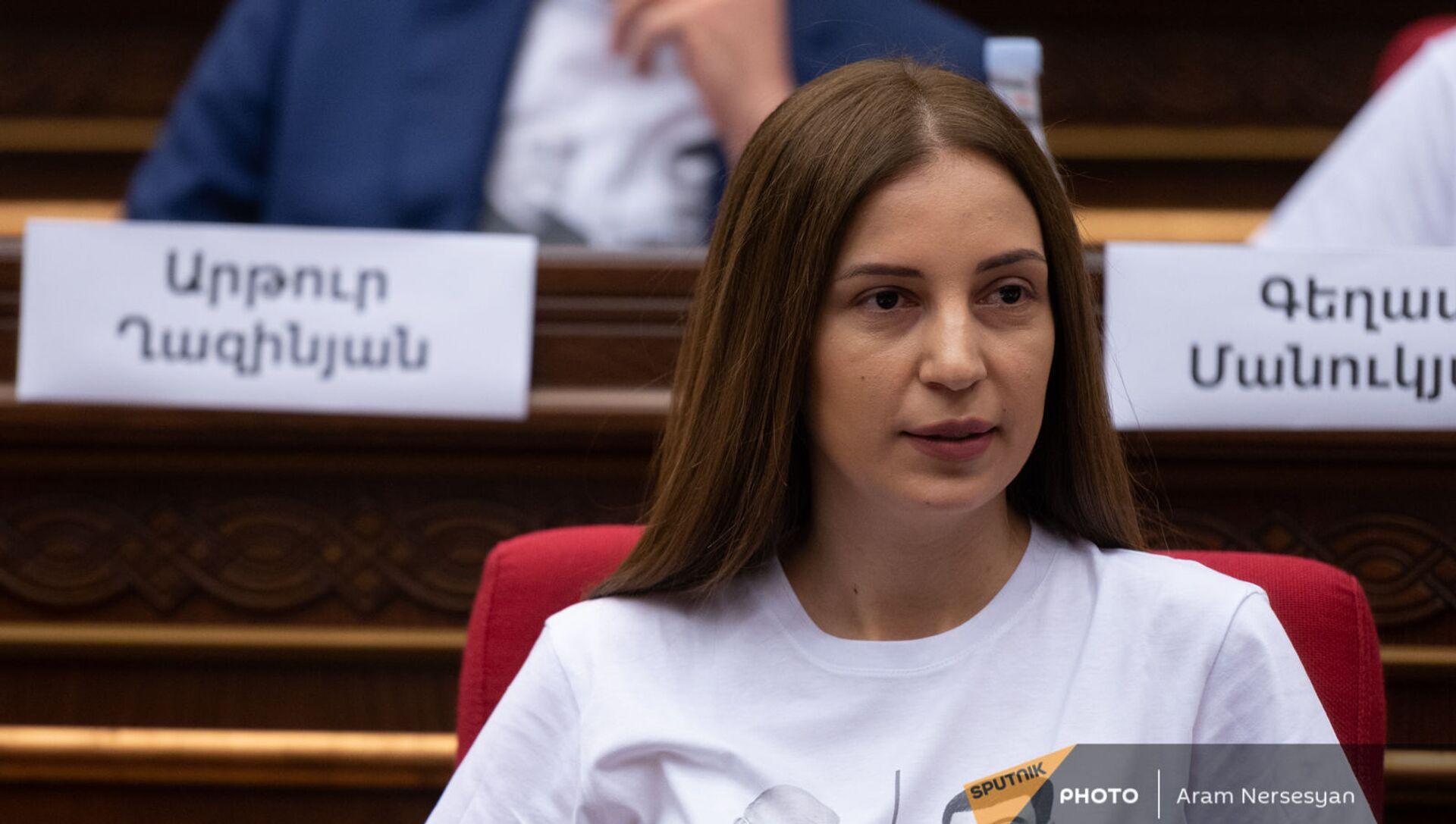 Анна Григорян на заседании Парламента (4 августа 2021). Еревaн - Sputnik Армения, 1920, 12.08.2021