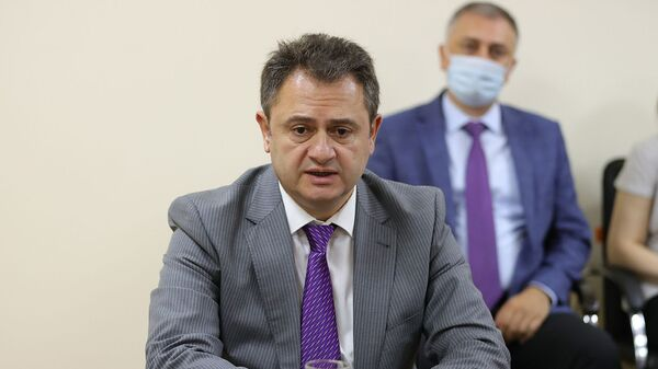 Премьер-министр Никол Пашинян представил аппарату министерствa высокотехнологичной промышленности новоназначенного министра Ваагна Хачатуряна (6 августа 2021). Еревaн - Sputnik Армения