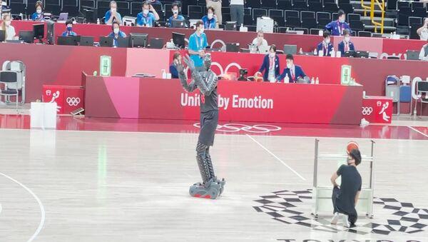 Робот показал баскетбольное мастерство в перерыве финала Олимпиады - Sputnik Армения